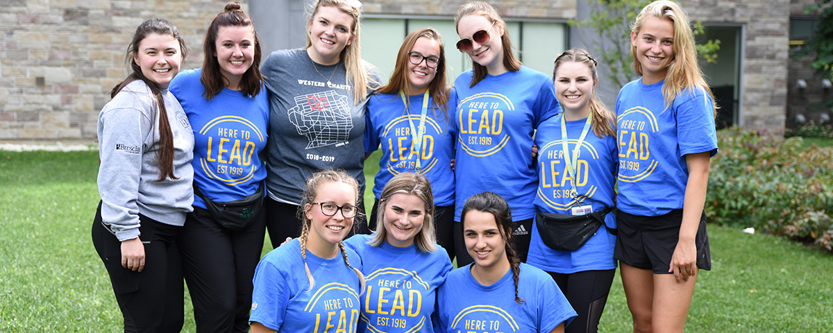 Brescia students and sophs wearing Choose to Lead shirts